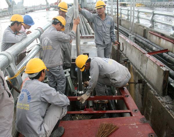 Áo công nhân xây dựng công trình cầu đường