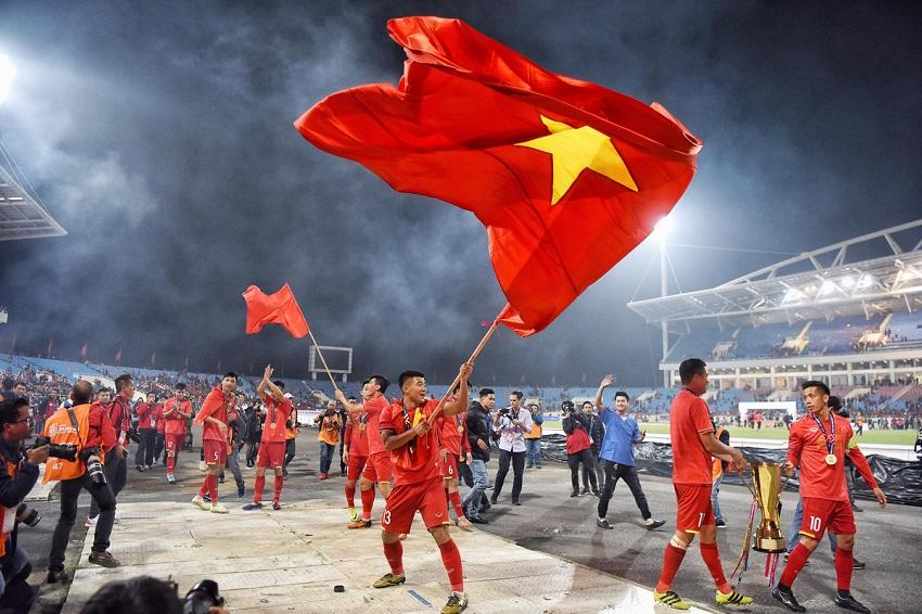 ao-dong-phuc-co-do-sao-vang-cung-doi-tuyen-viet-nam-vo-dich-aff-cup-2018-12