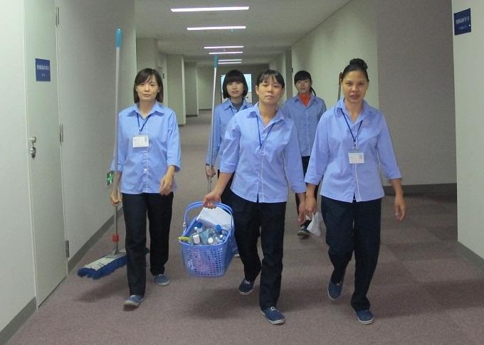 may-dong-phuc-nha-hang-gom-nhung-gi-tap-vu