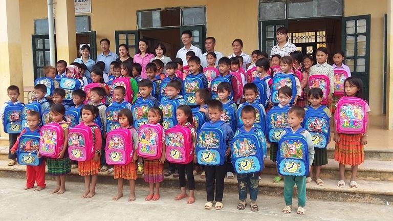 Tặng Balo từ thiện cho học sinh có hoàn cảnh khó khăn 1