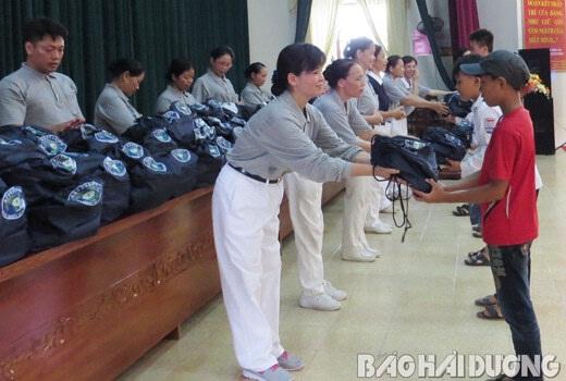 Tặng Balo từ thiện cho học sinh có hoàn cảnh khó khăn 2