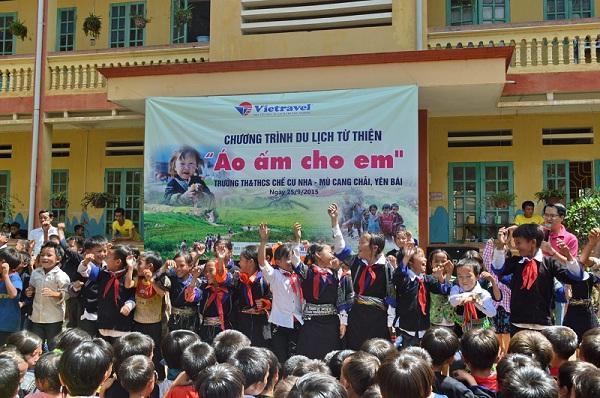 May áo gió áo khoác giá rẻ để làm từ thiện tặng học sinh 1