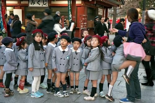 Đồng phục học sinh tiểu học ở Tokyo Nhật Bản