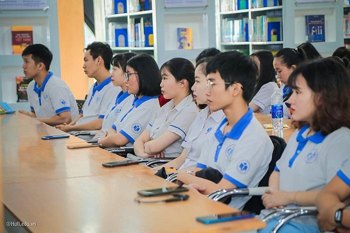 Đồng phục của trường Đại học Công nghiệp Thực phẩm TPHCM