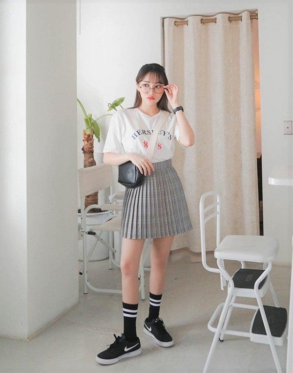 Áo thun với chân váy xòe 2