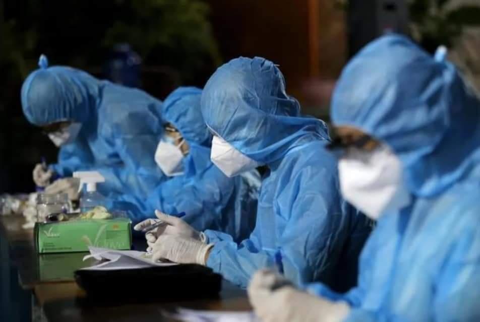 quần áo bảo hộ Y tế phòng chống dịch dùng 1 lần màu xanh 4